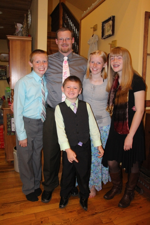 Toby and his kids..check out his new tie :)