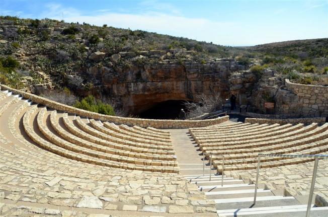 carlsbad-caverns-ampitheater
